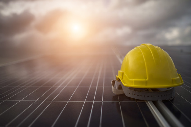 yellow safety helmet solar cell panel_1150 4282
